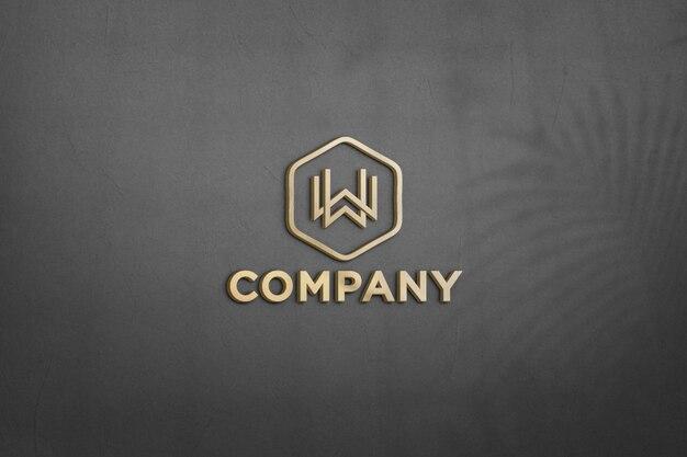Schließen sie oben auf goldenem logo modell in wandgestaltung