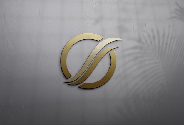 Schließen sie oben auf goldenem logo-modellentwurf