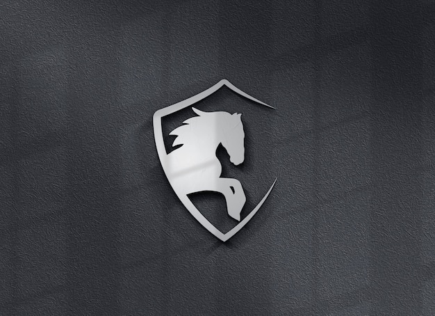 Schließen sie oben auf schönem logo-modell an der wand