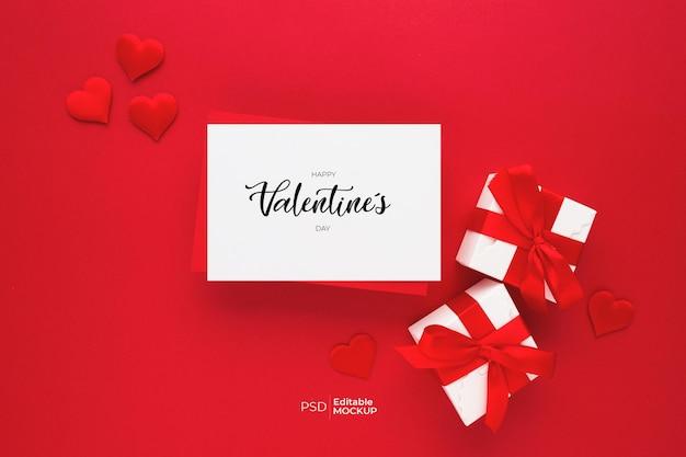 Schöne draufsicht des leeren grußkartenmodells für valentines