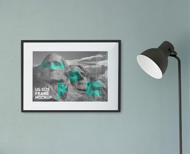 Schöner sauberer foto-schwarz-horizontaler rahmen auf dem wand-modell