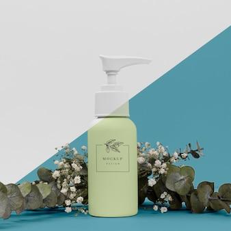 Schönheitsproduktflasche mit pflanzenmodell