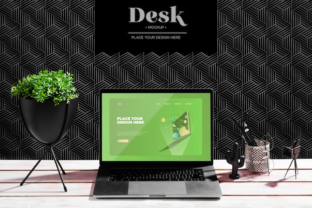 Schreibtisch mit anlage und laptop