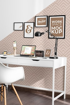 Schreibtischmodell mit geräten