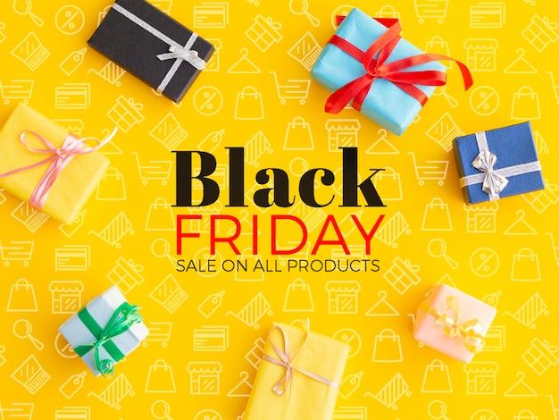 Schwarzer freitag-konzept mit geschenken auf gelbem hintergrund