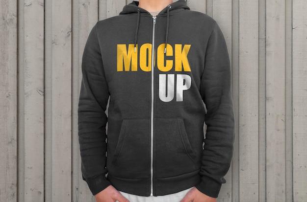 Schwarzer hoodie mit reißverschluss-modell
