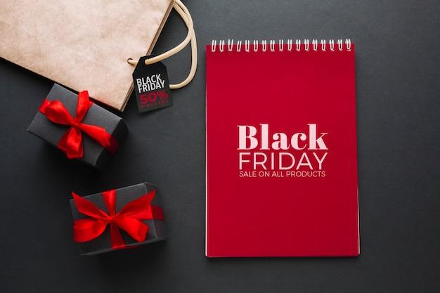 Schwarzes freitag-konzeptmodell mit schwarzem hintergrund