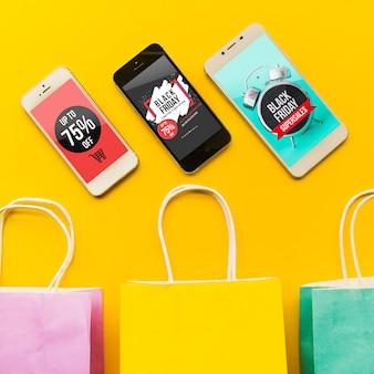 Schwarzes freitag-modell mit smartphone