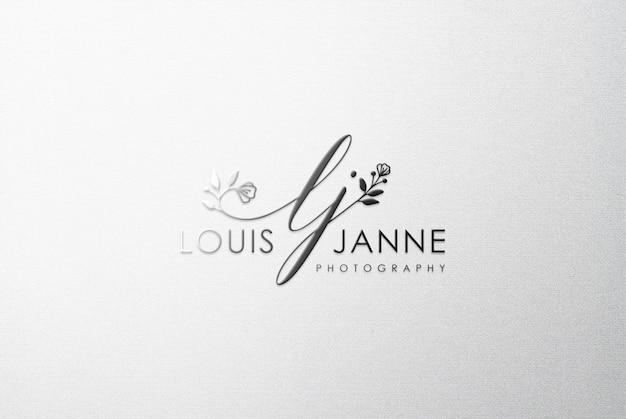 Schwarzes logo-modell auf weißer leinwand