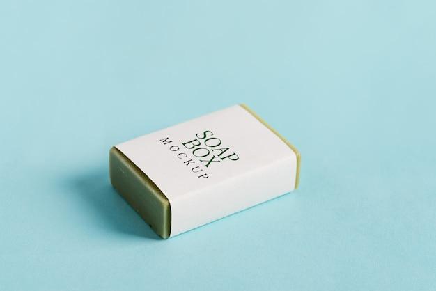 Seifenwickelbox mock-up-paket mit stück olivenseife