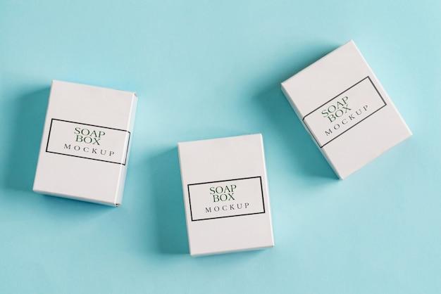 Set aus drei papiermodellboxen zum verpacken von produkten und dingen