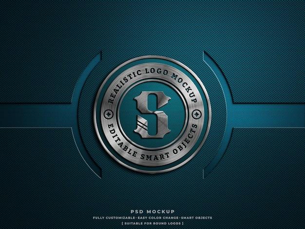 Silberglänzendes metallic-logo-mockup auf hartem carbongewebe mit graviertem effekt