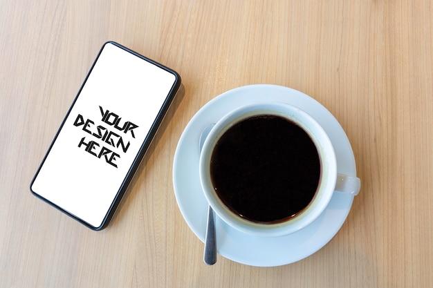Smartphone mit leerem weißem bildschirm für spott oben