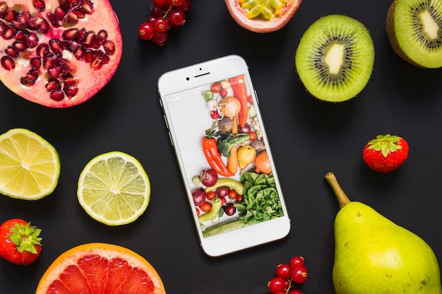 Smartphone-modell mit gesundem lebensmittelkonzept