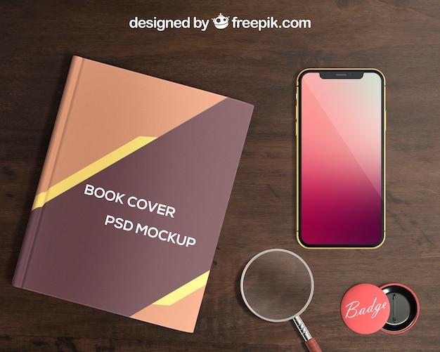 Smartphone und buchcover-modell mit abzeichen