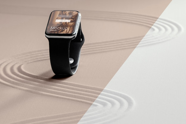 Smartwatch-display-mock-up in sand