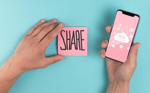 Social media-konzept mit aktienmitteilung