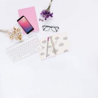 Social media und internet-modell mit booklet oder cover
