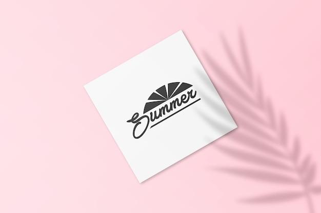 Sommer-instagram-postkartenmodell mit blätterschatten