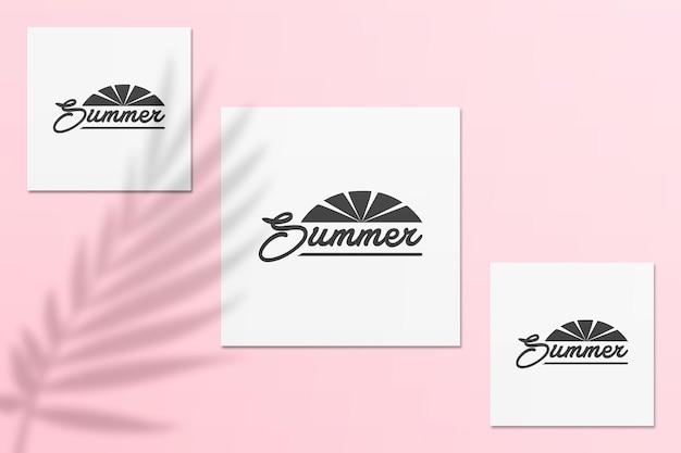 Sommer-instagram-postkartenmodell mit schatten an einer wand