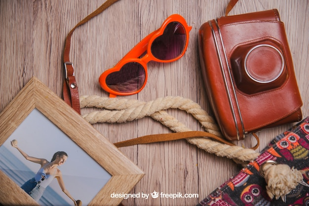 Sommerkonzept mit rahmen und dekorativen sommerelementen