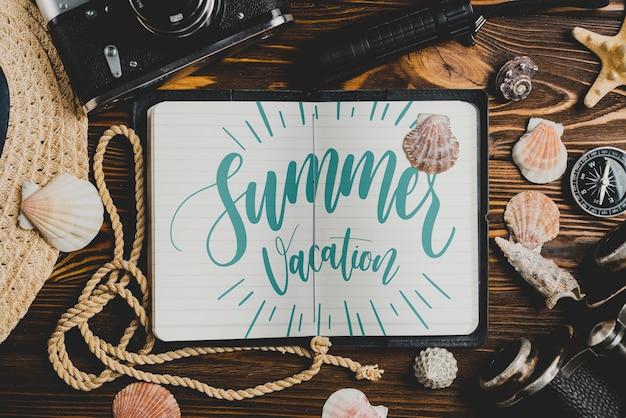 Sommerzusammensetzung mit offenem lederbuch