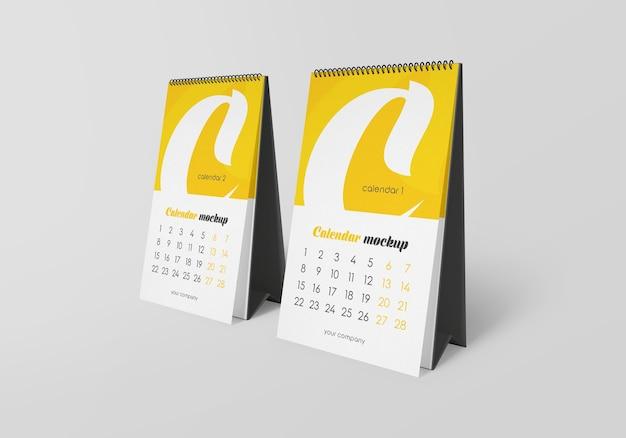 Spiralschreibtischkalender mit notizenmodell isoliert