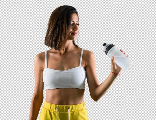 Sportfrau mit einer flasche