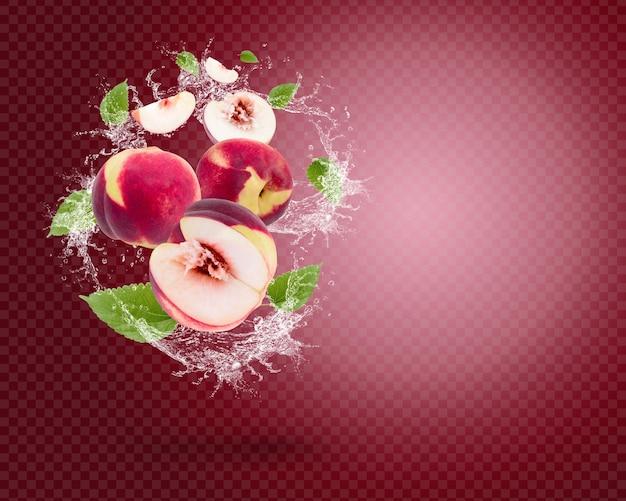 Spritzwasser auf frischem pfirsich mit blättern auf rotem hintergrund. premium-psd