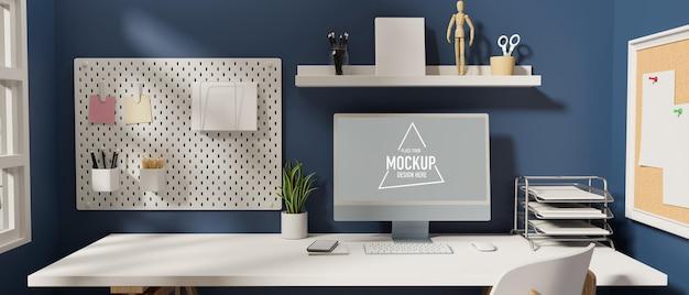 Stilvoller arbeitsplatz mit computer-bürobedarf und dekoration