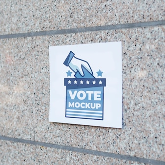 Stimmzettel der vorderansicht an der wand
