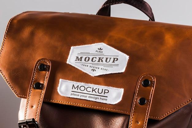Stoffkleidungs-patch-modell auf ledertasche