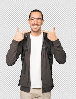 Student zeigt auf seine zähne
