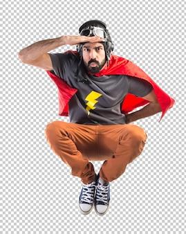 Superheld zeigt etwas