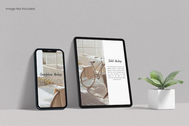 Tablet-bildschirm mit smartphone-modell