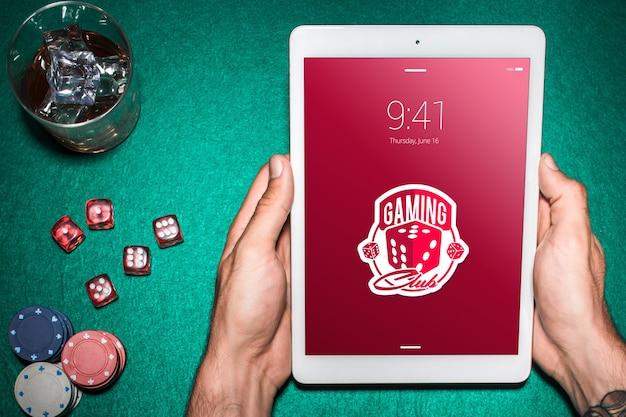 Tablet-modell mit casino-konzept