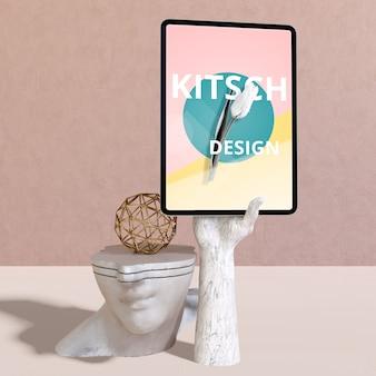 Tablet-modell mit kitsch-konzept