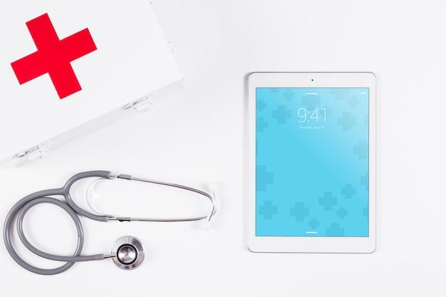 Tablet-modell mit medizinischem konzept