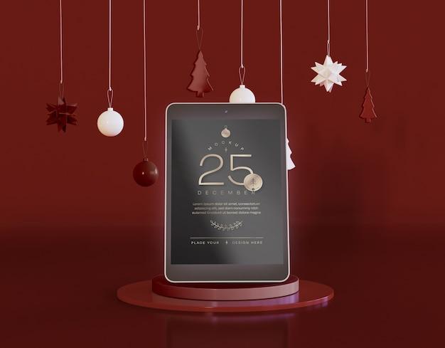 Tablet-modell mit weihnachtsdekoration