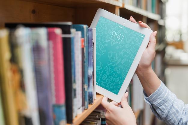 Tablet oder ebook lesermodell mit literaturkonzept
