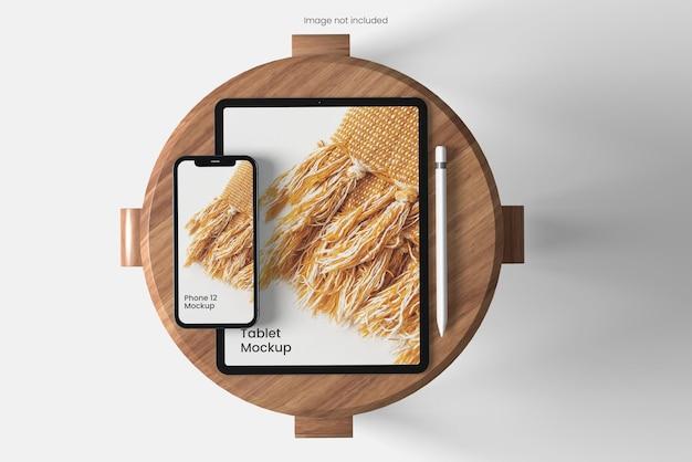 Tablet- und smartphone-modell in der draufsicht des stuhls