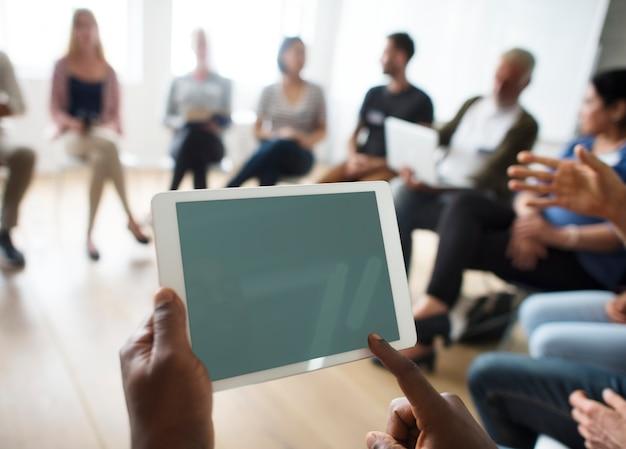 Tablet-vernetzungs-seminar-ereignis-konzept