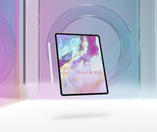 Tablette mit stift und transparentem glas