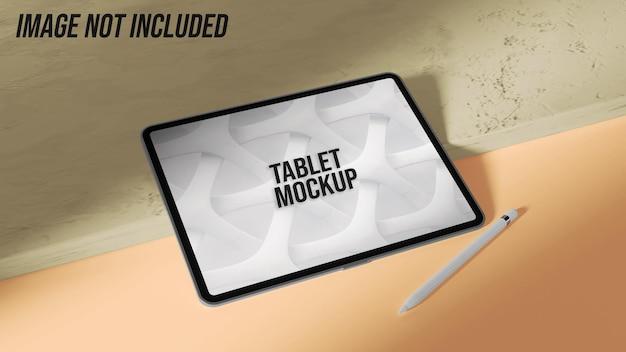 Tablettenmodell auf marmor mit tablettenstift