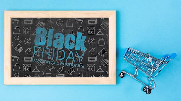 Tafel mit schwarzer freitag-mitteilung