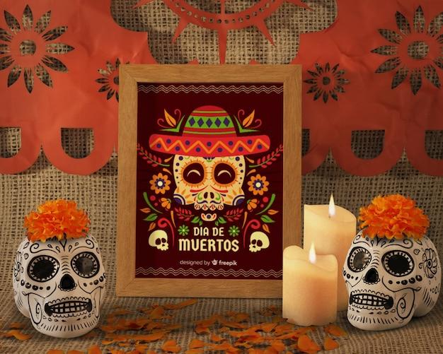 Tag der vorderansicht der toten traditionellen mexikanischen blumenschädel