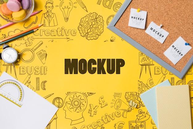 Tagesordnung und nützliche werkzeuge auf schreibtischkonzept