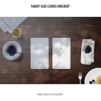 Tarot-karte mit folie, die modell stempelt