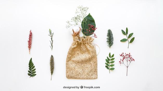 Taschenmodell und verschiedene blätter