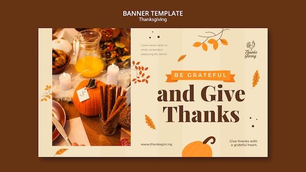 Thanksgiving day banner-vorlage mit herbstdetails